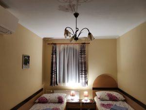 izba číslo 3 luster