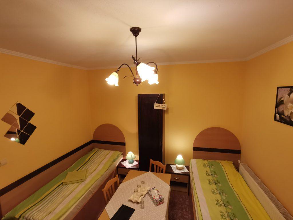 izba číslo 7. trojpostelova