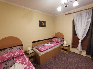 postele dvojlĂ´Ĺľkova izba